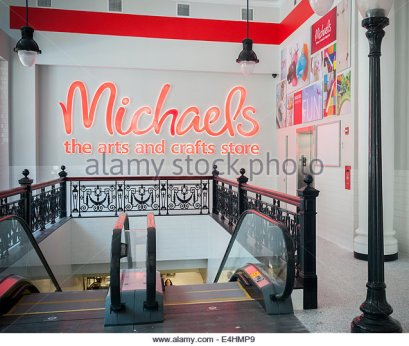 the-entrance-to-a-yet-unopened-michaels-arts-and-crafts-store-in-the-e4hmp9